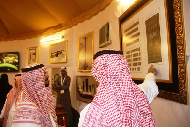 معرض رئاسة الحرمين يستقبل عدد كبير من الزوار وأمين الطائف المهندس محمد المخرج (5)