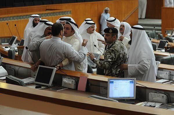 معركة  النعال والعقال  تنهي جلسة مجلس الأمة  (1) 