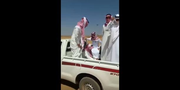 معلمون سيارة تعطل صحراء