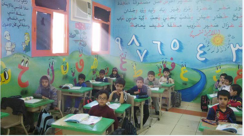 معلم يحوّل فصلاً مدرسيًّا إلى لوحة فنية (4)