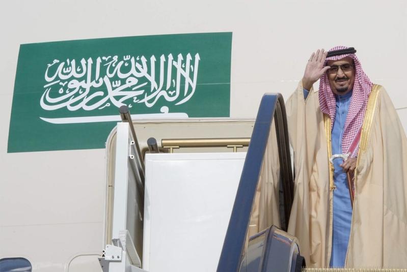 بالصور .. الملك سلمان يغادر روسيا بعد زيارة تاريخية