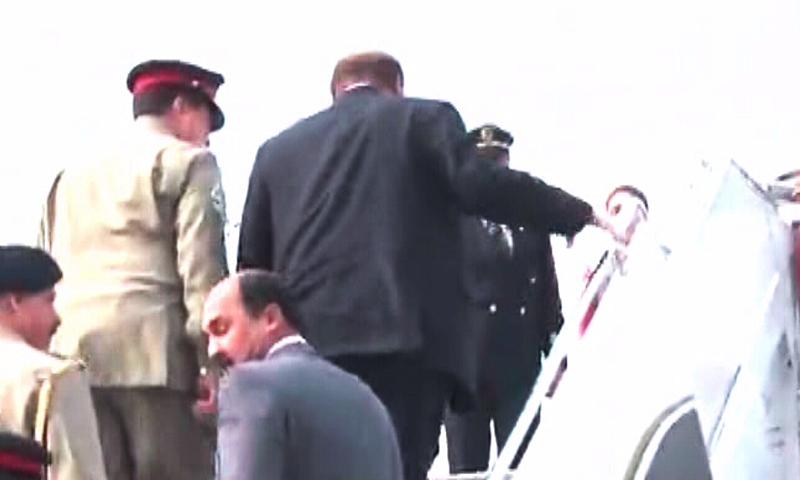 مغادرة رئيس الوزراء الباكستاني وقائد الجيش إلى السعودية (2)