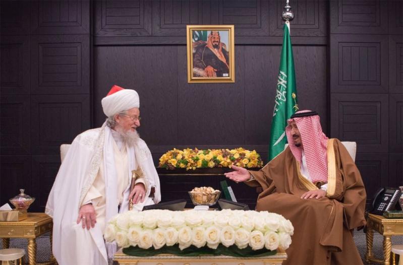 الملك لمفتي مسلمي روسيا والشخصيات الإسلامية : الحوار بين أتباع الأديان مهم لمكافحة الغلو والتطرف