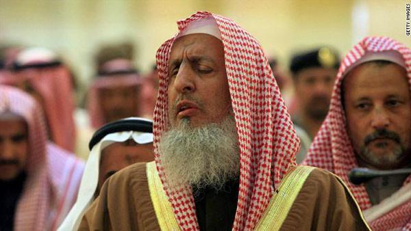 المفتي يُحذر من مروجي الشائعات بعد الأوامر الملكية.. ويؤكد: ظروف طارئة وستزول - المواطن
