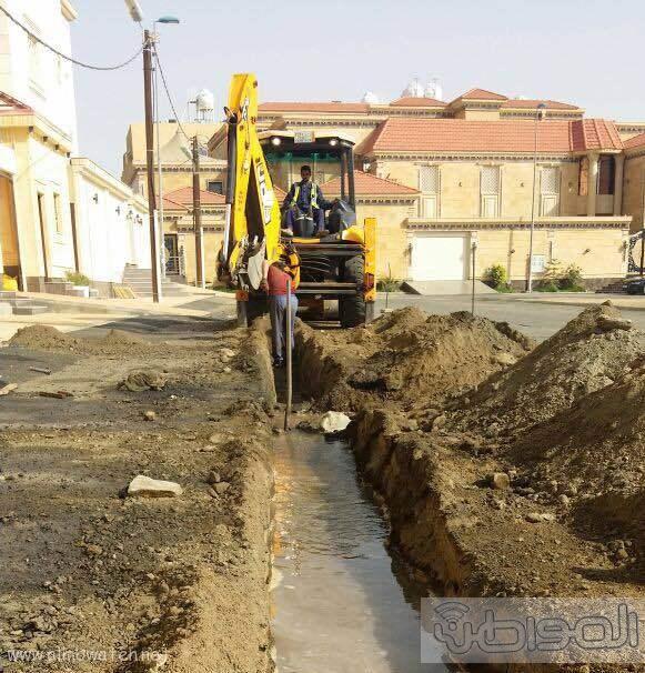 مقاول تمديدات ارضيه يعبث في كيبال الاتصالات وأنابيب المياه بخميس مشيط (4)
