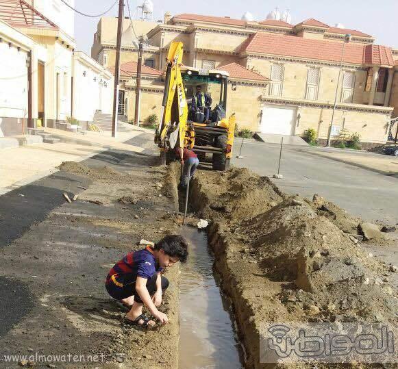 مقاول تمديدات ارضيه يعبث في كيبال الاتصالات وأنابيب المياه بخميس مشيط (5)
