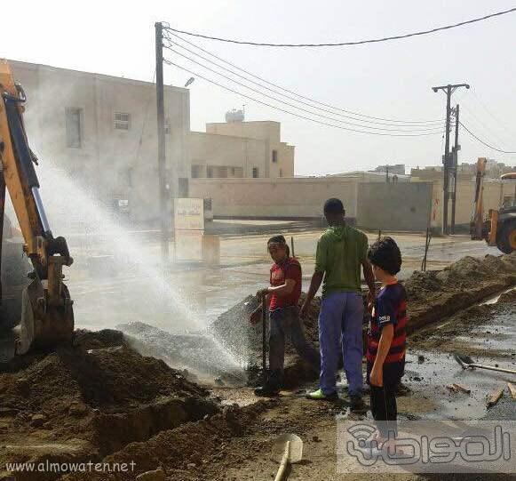 مقاول تمديدات ارضيه يعبث في كيبال الاتصالات وأنابيب المياه بخميس مشيط (6)