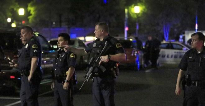 مقتل خمسة ضباط شرطة أمريكيين وإصابة سبعة في دالاس