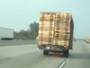 مقطورة تنفصل عن شاحنة