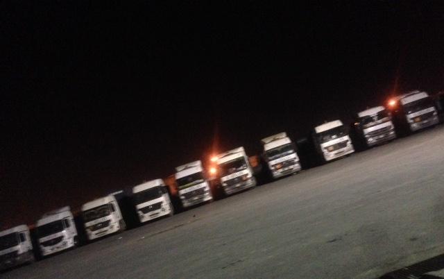 مكتب العمل بالخبر ينهي توقف سائقي الشاحانات باحدى شركات النقل من العمل (1)