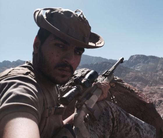 ملازم سعودي يصفع الإعلام الحوثي ويتغنى به الشعراء