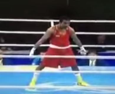 ملاكم أوزباكي يحتفل بفوزه في أولمبياد ريو على طريقة كريستيانو رونالدو
