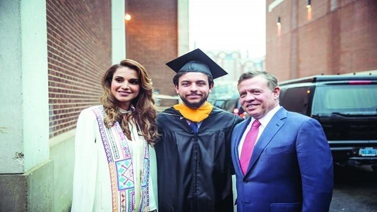 ملك الأردن وزوجته الملكة رانيا يحتفلان بتخرج ولي العهد (1)
