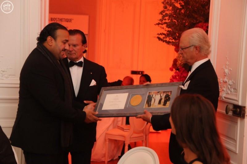 ملك-السويد-يكرم-مؤسسة-الملك-عبدالله (1)