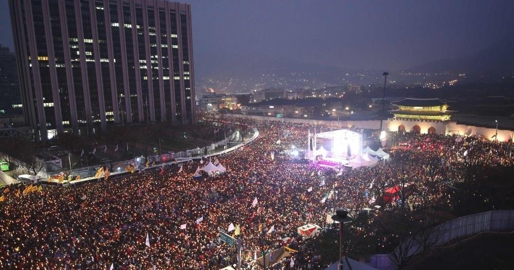 """صور.. كوريا الجنوبية تنتفض بـ""""مليونية"""" إسقاط الرئيسة"""