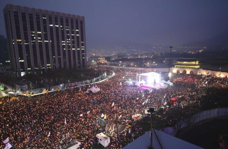 """""""مليونية"""" في كوريا الجنوبية تطالب باستقالة الرئيسة 2"""