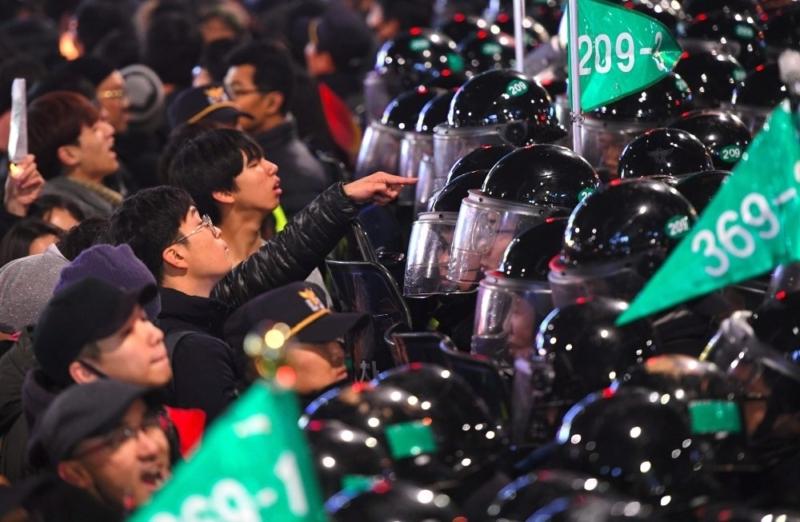 """""""مليونية"""" في كوريا الجنوبية تطالب باستقالة الرئيسة"""