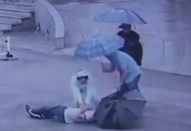 ممرضة تنقذ مريض
