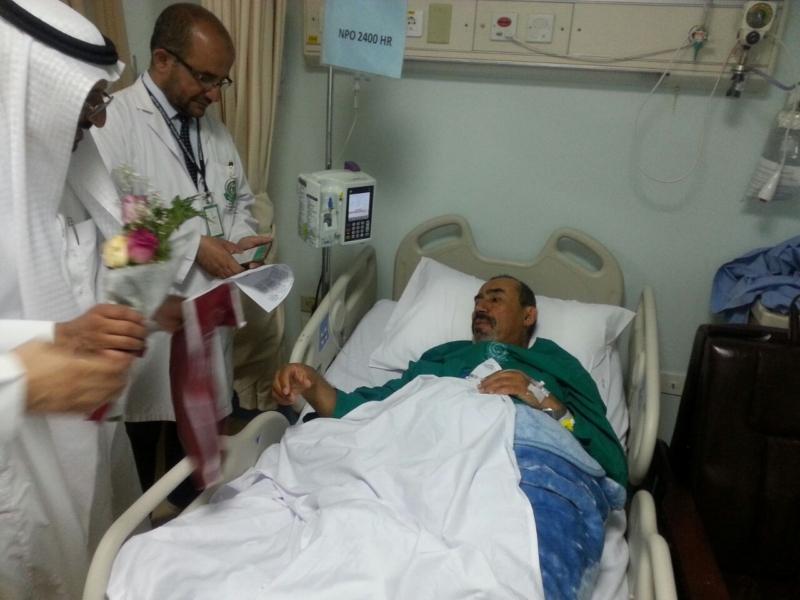 منسوبو بنك البلاد يعايدون مصابي الحد الجنوبي في المستشفى العسكري بخميس مشيط (754046933) 