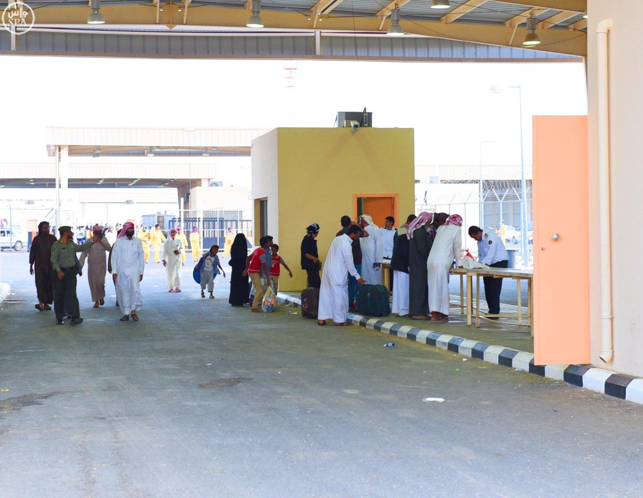 منفذ الوديعة يواصل خدمة الأشقاء اليمنيين وتسهيل إجراءاتهم (1)