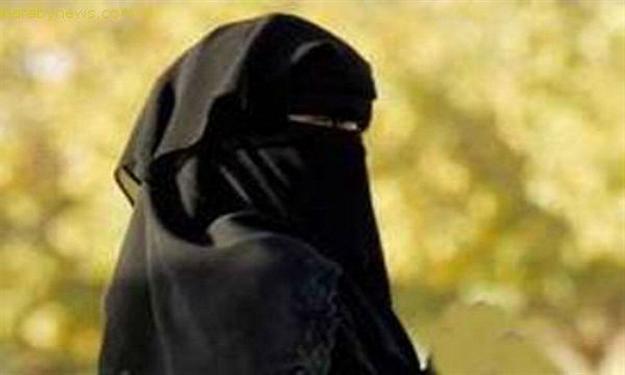 سعودية تضرب المثل في الوفاء وترافق زوجها المريض ربع قرن