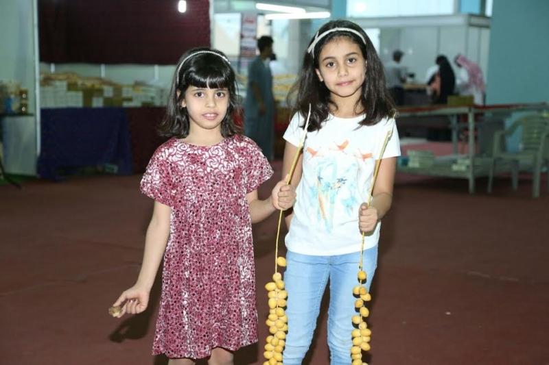 مهرجان الخرج للتمور يستقبل عدداً من الشخصيات وتعليم الخرج يدشن جناحه بالمهرجان 34