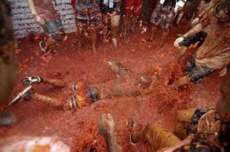 شاهد.. أكثر من 20 ألف شخص يشاركون في معركة الطماطم شرقي إسبانيا - المواطن