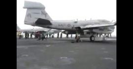 شاهد.. العناية الإلهية تنقذ مهندسًا من الموت أثناء فحص طائرة حربية - المواطن