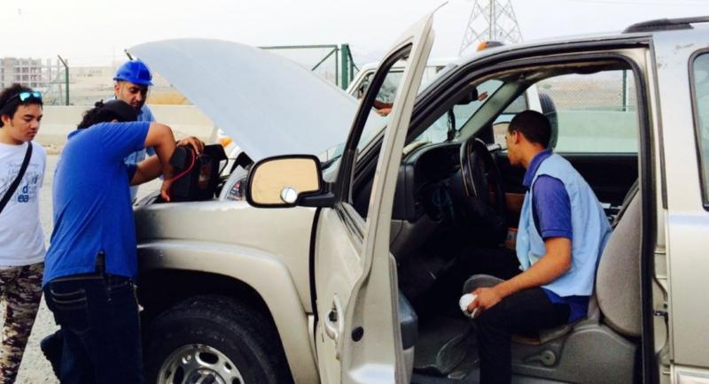 مهنيون سعوديون يجوبون الطرقات لإصلاح السيارات المتعطلة مجانا على الطرق المؤدية للحرم المكي 6