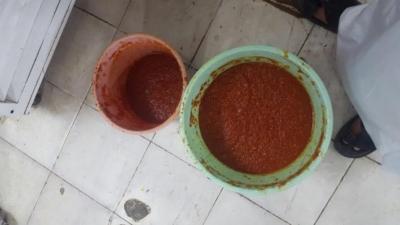 مواد استهلاكية غير صالحة في  بيشة (1) 