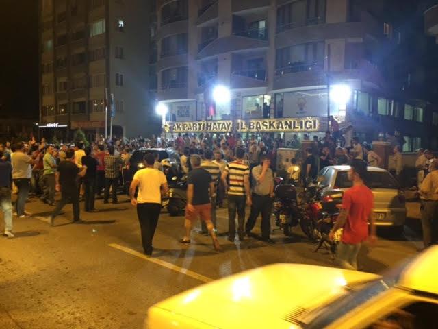 مواطنون أتراك ينزلون للشوارع تجاوباً مع أردوغان  (1) 