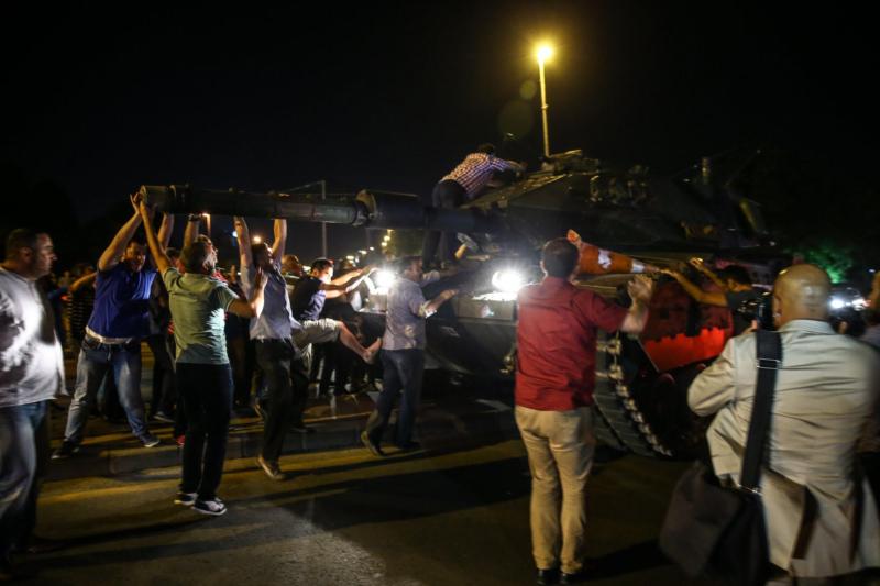 مواطنون أتراك ينزلون للشوارع تجاوباً مع أردوغان  (654164853) 
