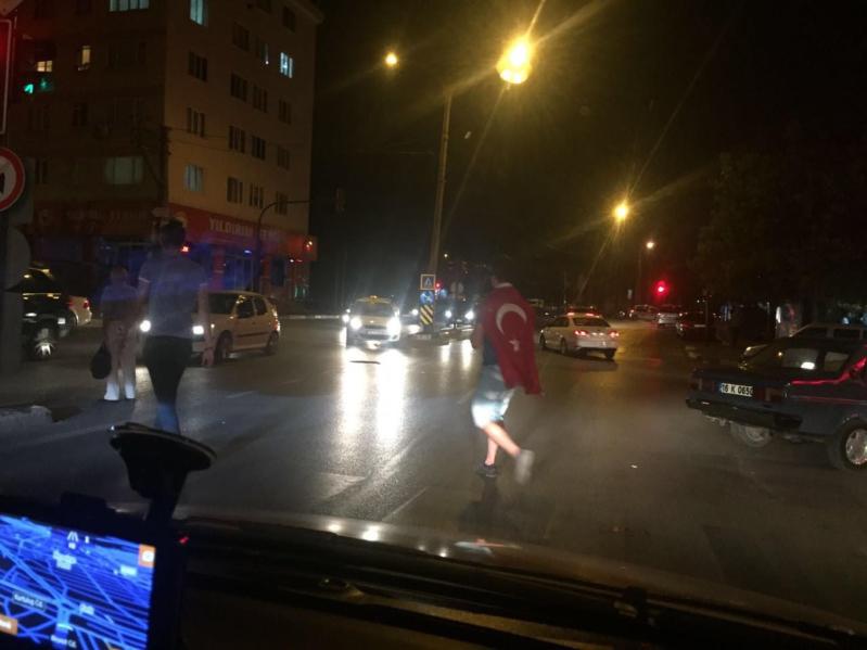 مواطنون أتراك ينزلون للشوارع تجاوباً مع أردوغان  (654164854) 