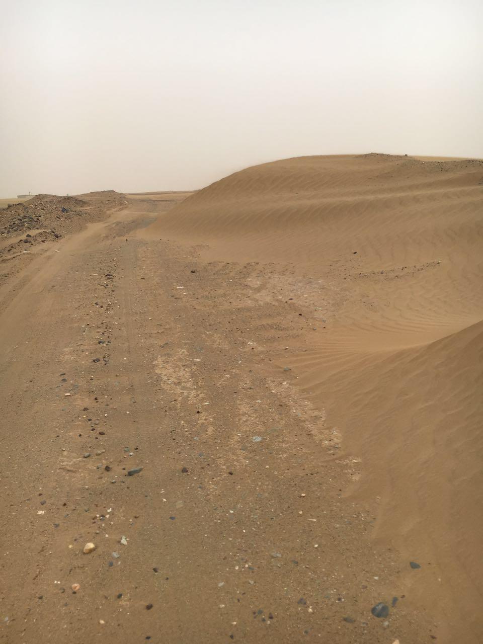 مواطن من مليحة عسير الرمال أغلقت الطرق ومللنا من الوعود الزائفة (1)