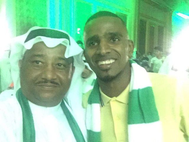 مواطن يكافئ عامله اليمني بخمسة آلاف لفوز الأهلي بكأس الملك (2)