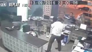 شاهد.. موظف مستشفى يتلقّف طفلاً سقط من بين يدي والده! - المواطن