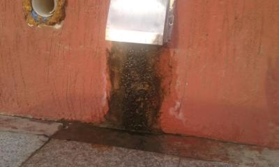 مول في جازان يصرف مياه الصرف على بواباته2