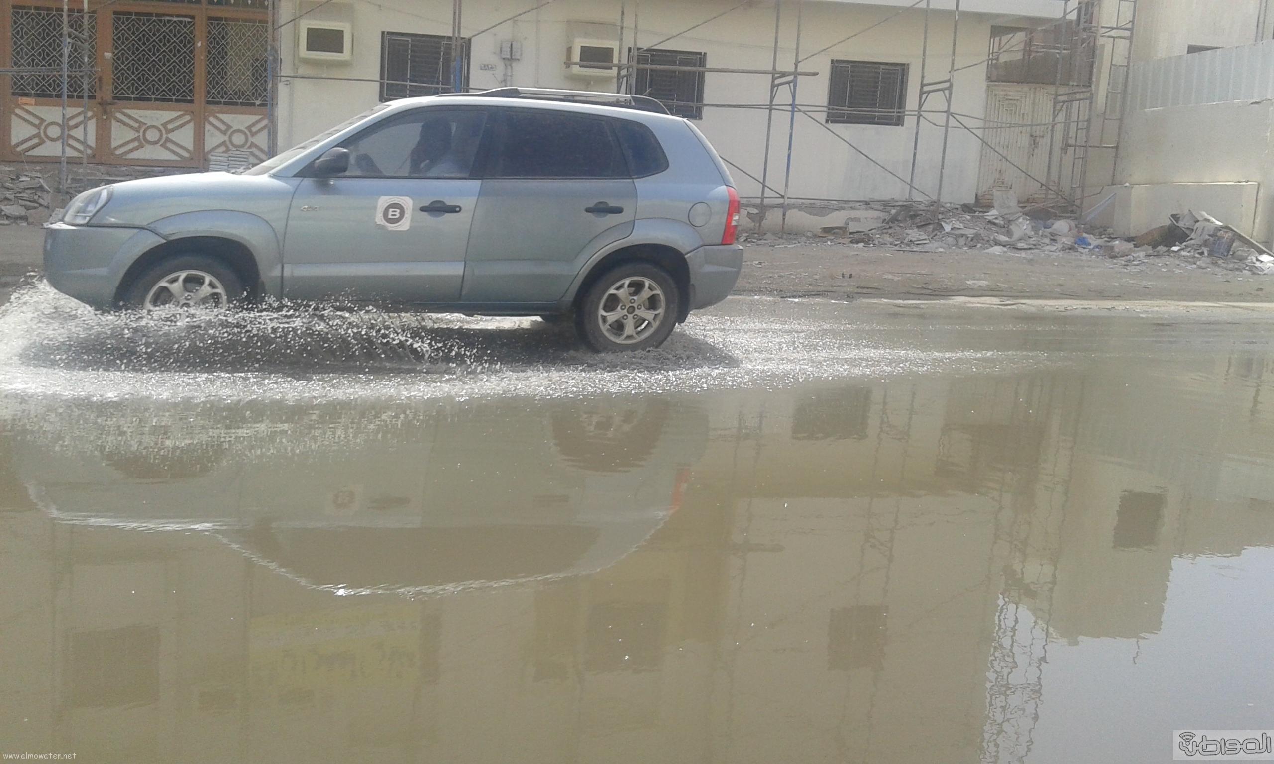 مياه الصرف الصحي تحاصر مسجد ومباني حكومية بروضة جازان (3)