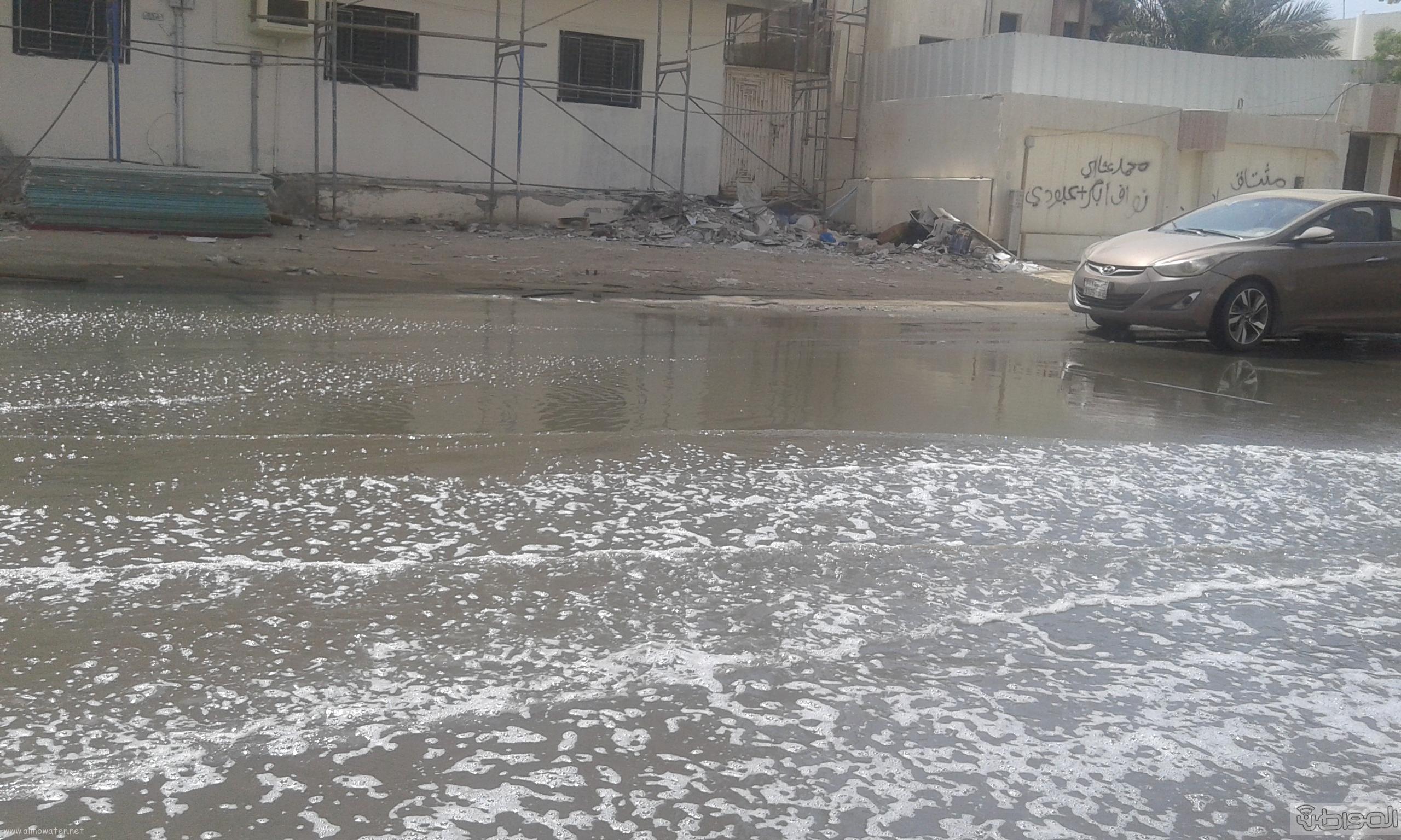 مياه الصرف الصحي تحاصر مسجد ومباني حكومية بروضة جازان (4)