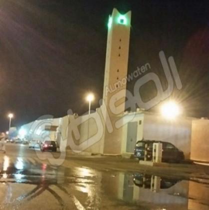 مياه المجاري تحاصر مسجد الصناعيه