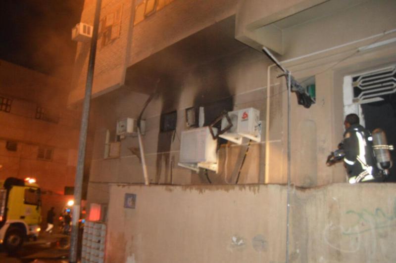 مُكيف يسبب حريقا في مبنى سكني بحي الشريبات
