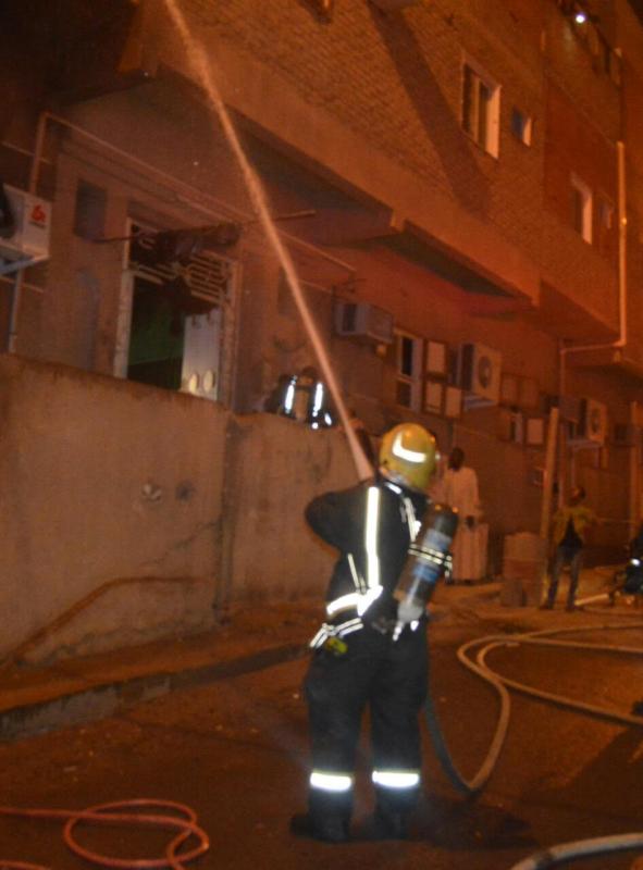 مُكيف يسبب حريقا في مبنى سكني بحي الشريبات 2