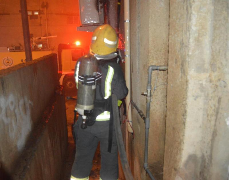 مُكيف يسبب حريقا في مبنى سكني بحي الشريبات 3