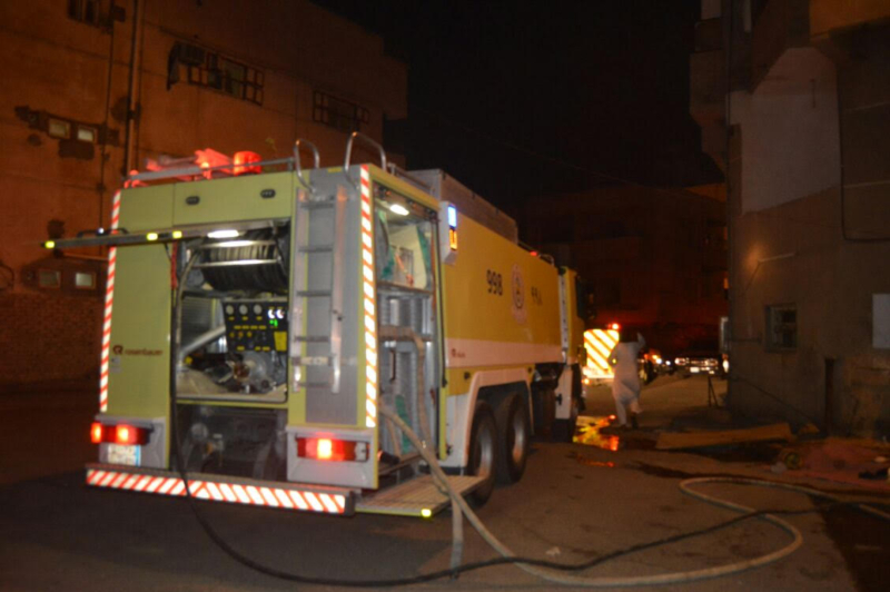 مُكيف يسبب حريقا في مبنى سكني بحي الشريبات 5