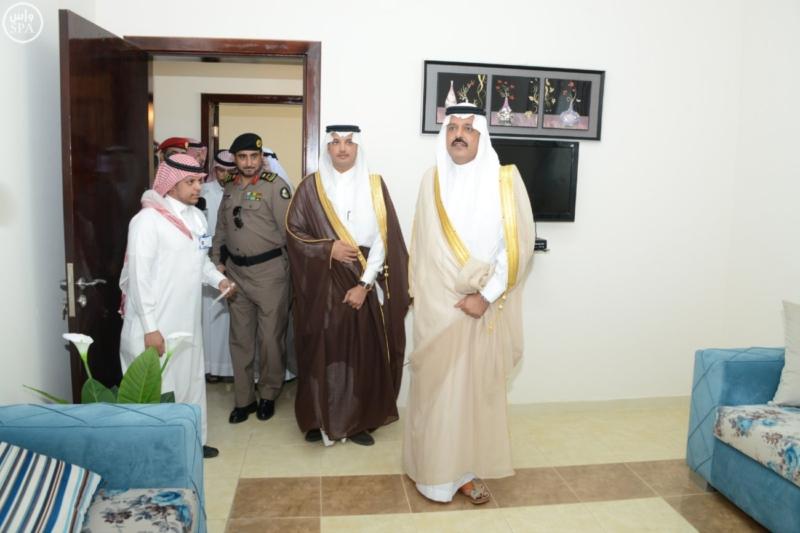 نائب أمير حائل يسلم للمستفيدين مفاتيح وحداتهم السكنية2