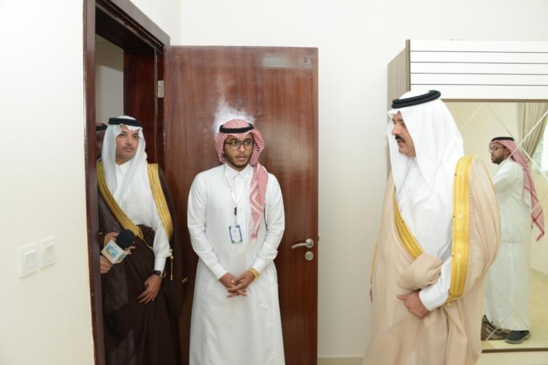 نائب أمير حائل يسلم للمستفيدين مفاتيح وحداتهم السكنية3
