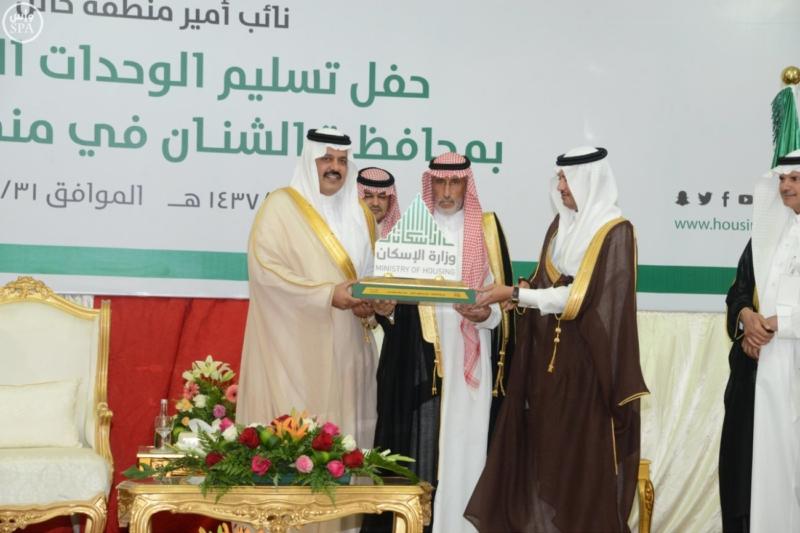 نائب أمير حائل يسلم للمستفيدين مفاتيح وحداتهم السكنية4