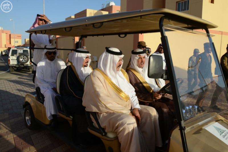 نائب أمير حائل يسلم للمستفيدين مفاتيح وحداتهم السكنية5