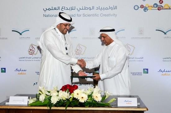 نائب الأمين العام لموهبة يوقع الاتفاقية مع نائب الرئيس التنفيذي للموارد البشرية
