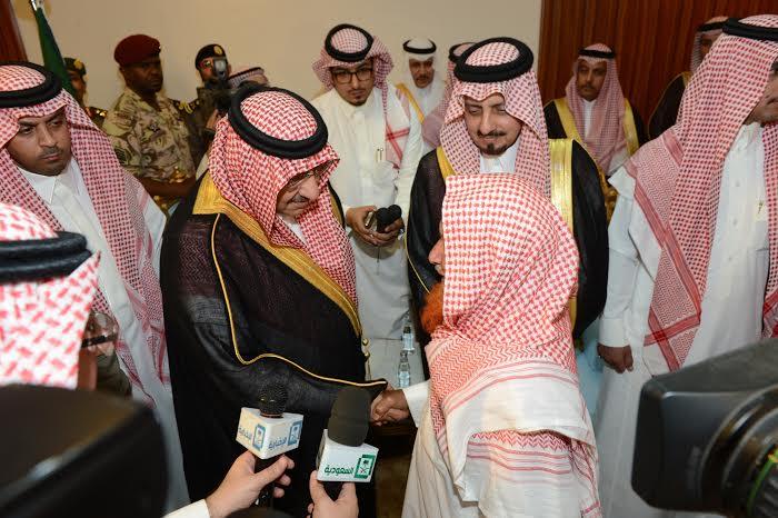 نائب الملك يعزي ذوي شهداء عسير (2)